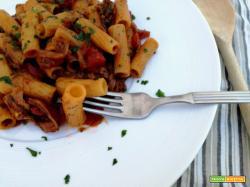 Pasta al sugo di funghi secchi (piccante)