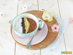 Porridge cacao e pere al profumo di cannella