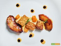 tempeh con zucca e pesche al vino