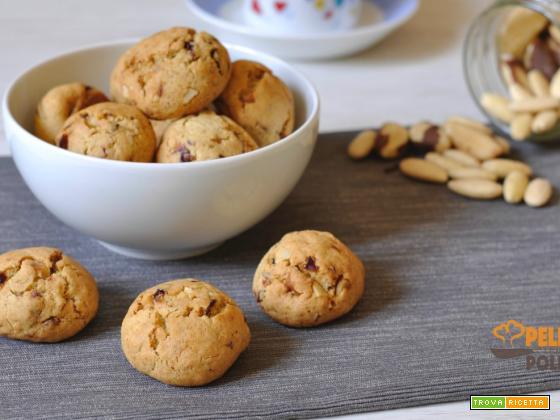 Biscotti con frutta secca e farina integrale
