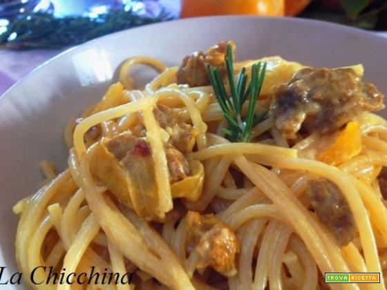 Spaghetti con salsiccia, cipolla e zafferano