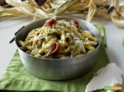 Orecchiette e maccheroncini con broccoletti e alici