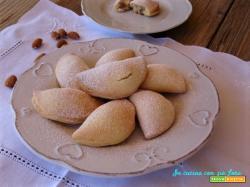 Biscotti ripieni di ricotta e mandorle