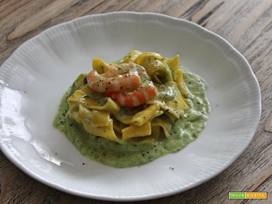 Pappardelle alla crema di zucchine e gamberi