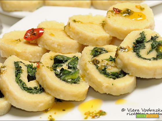 Bramborové knedlíky aglio olio e peperoncino