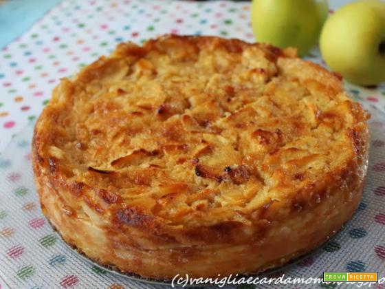 Torta cremosa di mele e mandorle