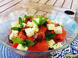 Insalata di anguria con olive e feta
