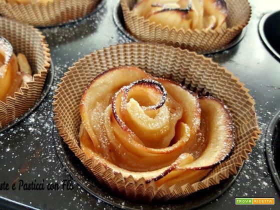 Roselline di pasta sfoglia con marmellata e mele