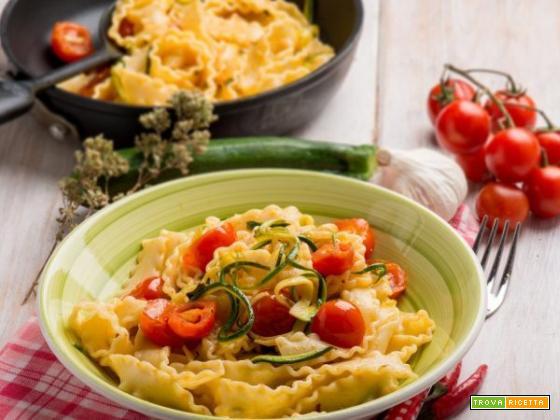Reginette al sugo di pomodorini e zucchine