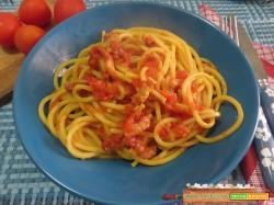 Spaghetti alla chitarra pomodori e zafferano