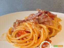 Spaghetti all'amatriciana estiva