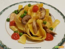 Pappardelle con funghi porcini, piselli e pomodorini