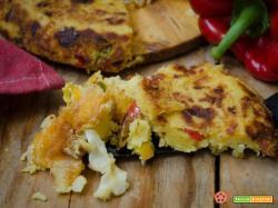Torta di patate e peperoni con scamorza filante in padella