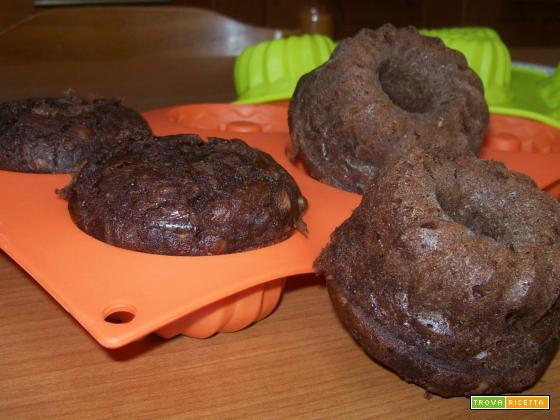 Tortine al cacao con crema pasticcera nell'impasto