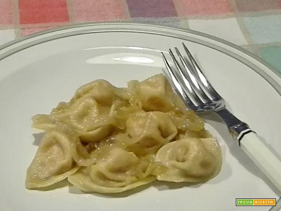 Tortelli di zucca e patate con sugo di cipolle