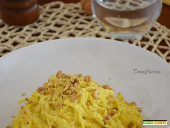Pasta con crema di Ricotta Curcuma e Noci