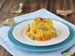 Fettuccine con funghi, salsiccia e zucca