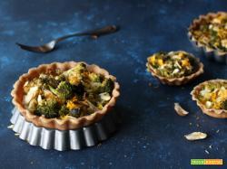 Crostatine salate al farro con broccoli e mandorle