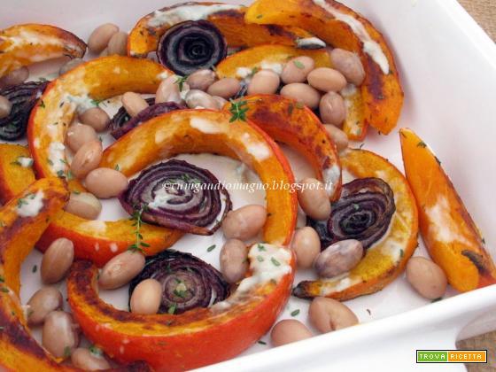 Zucca Hokkaido arrosto al timo con cipolla rossa, fagioli e salsa al gorgonzola, per L'Alveare che dice Sì!