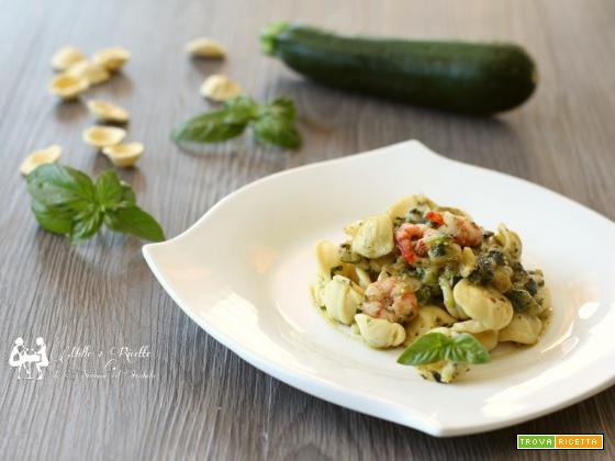 Orecchiette zucchine e gamberi con crema di basilico