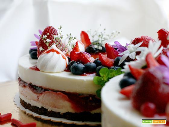 Torta primavera con gelèe di fragole e panna cotta