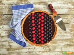 Crostata con ganache al cioccolato e frutti rossi