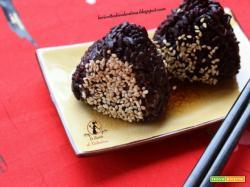 Black onigiri ai gamberi