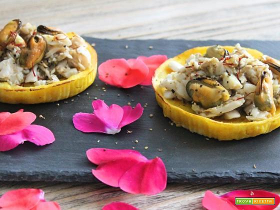 Crostatine di patate allo zafferano con cefalo e cozze aromatizzati