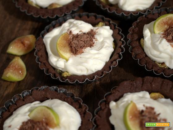 Tartellette ai due cioccolati con cuore ai fichi