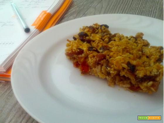 Torta snack con mandorle, uvetta, albicocche secche e bacche goji