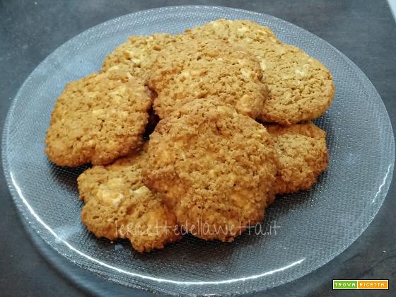 Biscotti di avena e cioccolato bianco