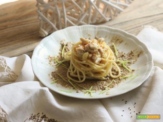 Stringhette con sughetto di gallinella alle cipolle e mele rosa su crema di lenticchie aromatizzata all'anice