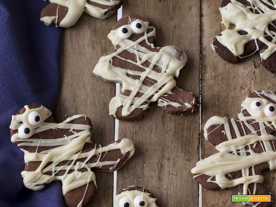 Ricetta Biscotti Halloween: mummie al cacao e cioccolato bianco