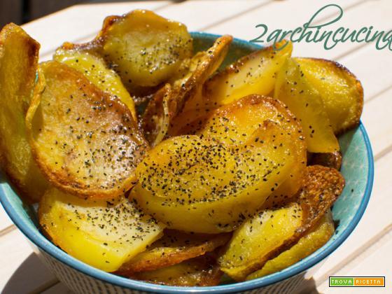 Chips di patate con pepe e limone