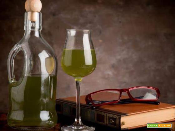 Rosolio alla malva e santoreggia: un liquore molto speciale