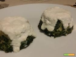 Tortini di spinaci con salsa alla ricotta