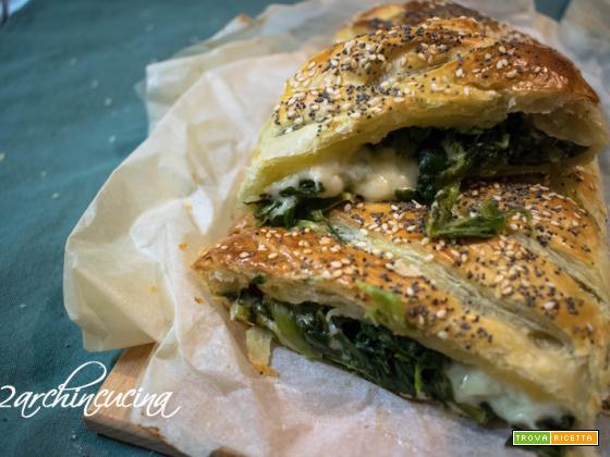 Treccia di pasta sfoglia con spinaci e provolone