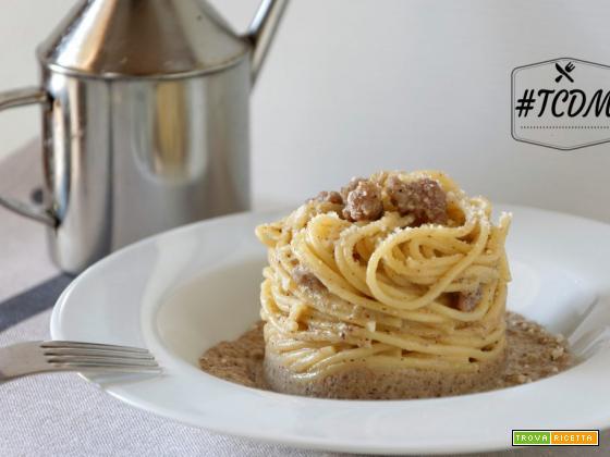 Pasta con crema di funghi e salsiccia