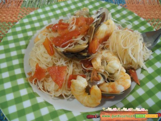 Spaghetti di riso vongole e gamberoni