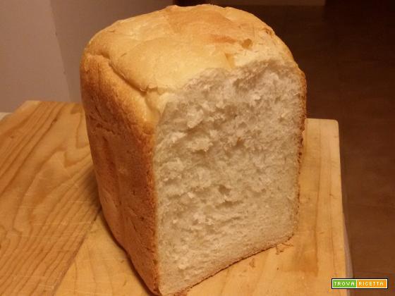 Pane alle patate nella macchina del pane