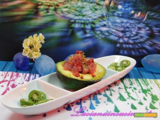 Avocado, tartare di tonno e polvere di lime