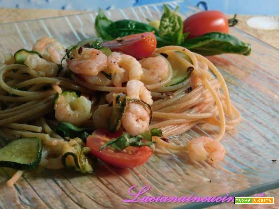Bucatini con gamberetti e zucchine