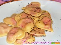 Cuoricini di pasta fresca ripieni di rapa rossa ai semi di papavero