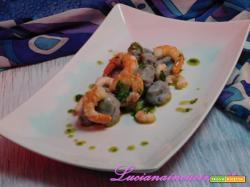 Gnocchi blu, gamberi in oliocottura con emulsione di basilico