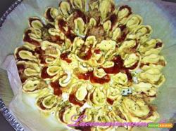 Tortine sfiziose fior di sfoglia con prosciutto e olive