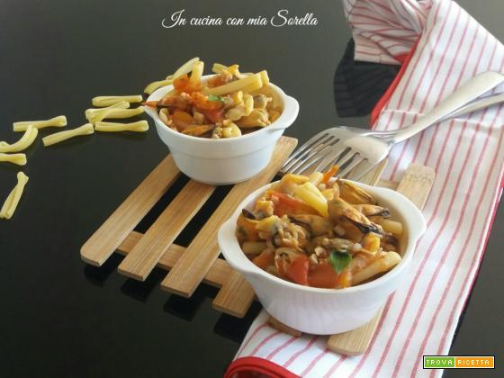 Pasta cozze e vongole con pomodoro