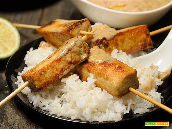 Salsa Satay veloce a modo mio con tofu e riso