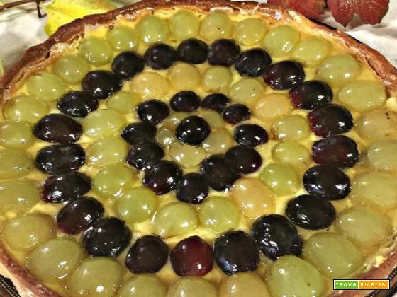 Crostata con uva bianca e nera: un dolce semplice, gustoso e ottimo