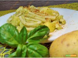 Pasta con patate e pesto alla genovese