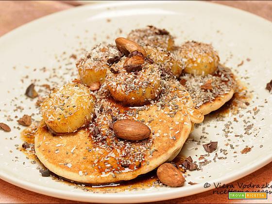 Pancake senza glutine con banane saltate